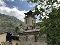 Katholische Kirche mit tibetanischem Dach