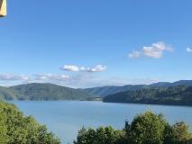 Still und absolut ruhig liegt der See