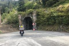 Die Einfahrt zum Pass-Tunnel