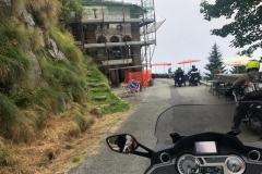 Die Ausfahrt und vor uns das Gipfelresturant